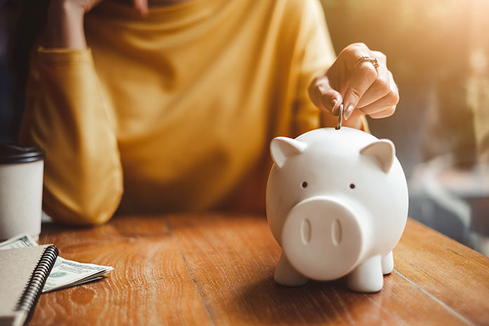 Dlaczego warto oszczędzać pieniądze i jak robić to efektywnie