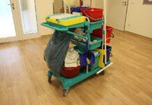 Maszyny i akcesoria wspomagające utrzymanie czystości w pomieszczeniach użytku publicznego